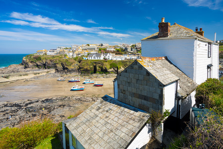 isaac: Overlooking the harbour at the pretty fishing village of Port Isaac on the North Cornwall coast, England UK Europe Stock Photo