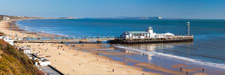 ボーンマス ビーチと桟橋ドーセット イングランド英国ヨーロッパを見下ろす 写真素材