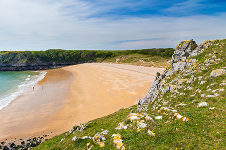 cymru: Overlooking the stunning beach at Barafundle Bay on the Pembrokeshire coast of South Wales UK Europe