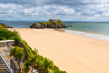 tenby wales: Overlooking Tenby Beach and St Catherines Island in Carmarthen Bay, Pembrokeshire, South West Wales, UK Europe