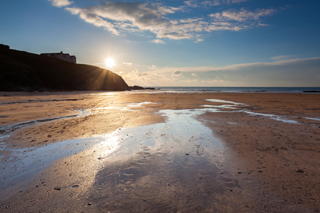 Evening on the beach at Poldhu Cove Cornwall England UK Europe 版權商用圖片 - 119234125