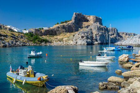 Atemberaubender sonniger Tag in St. Pauls Bay Lindos Insel Rhodos Griechenland Europa Standard-Bild