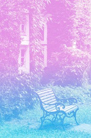 silla de madera: Silla de madera con colores suaves