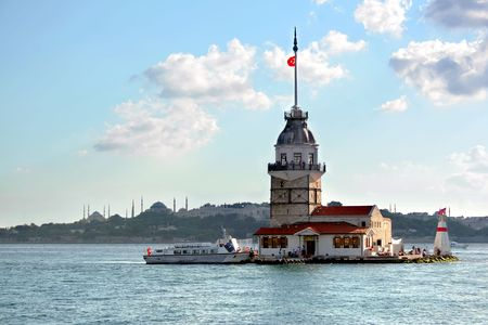 Leander's Tower on front of Istanbul silhoutte 스톡 사진