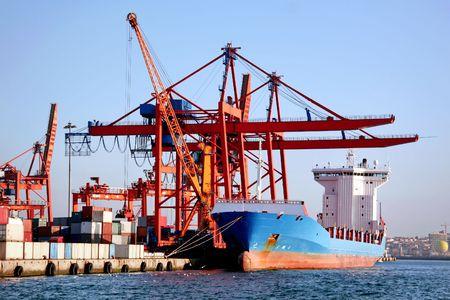 Freighter schip in het kader van het laden