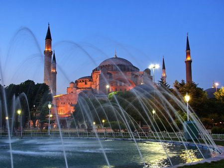 Avond tegen St. Sophia in Sultanahmet plein in Istanbul