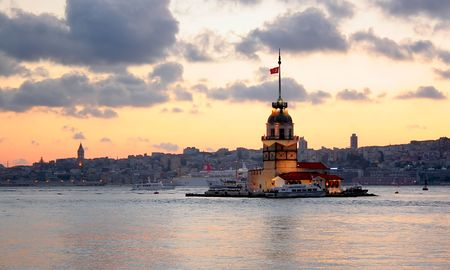 Maiden tower on Bosporus in Istanbul  스톡 사진