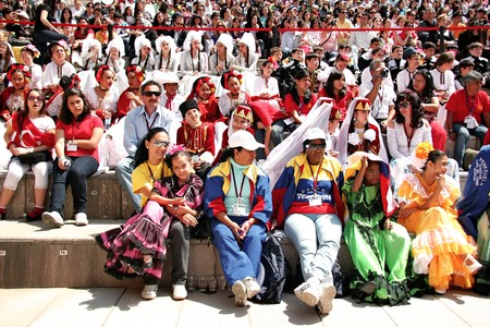 Istanbul - April 25, 2010: International visitors wait their turn for folk dance at Maltepe  Stock Photo - 7076906