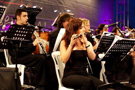 fagot: STAMBUŁ - 11 lipca: Członkowie Maltepe Symfoniker występ na żywo na etapie open air Maltepe Publikacyjne