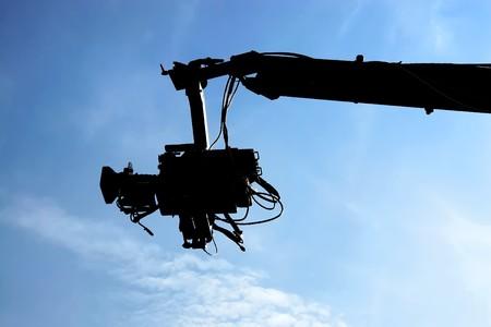 TV-camera tegen blauwe hemel