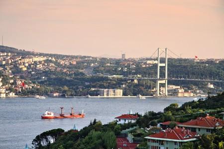 bosporus: Beylerbeyi region in Bosporus, Istanbul