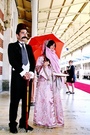 ISTANBUL - SEPTEMBER 02, 2009: Orient Express arrives at last stop at 14:30 pm. Young couple in Ottoman costume greets the travellers Stock Photo - 8533066