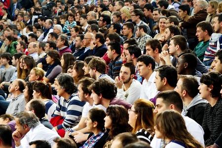 ISTANBUL - 20 januari: Efes Pilsen supporters hun team ondersteuning tijdens uw Euroleage Top 16 kampioenschap, Efes Pilsen vs Monte pas chi Siena, 20 januari 2011 in Istanboel, Turkije
