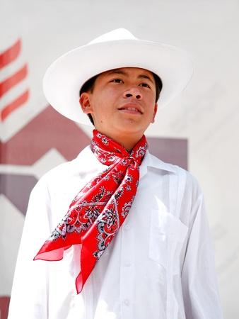 traje mexicano: Estambul - el 23 de abril: Jóvenes mexicanos en traje realizar danza en el festival de Soberanía y niños día nacional el 23 de abril de 2010 en Estambul, Turquía