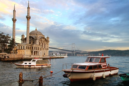 pavo: Ortakoy tarde en Estambul Foto de archivo