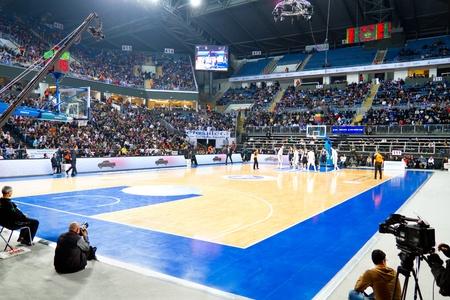 ISTANBUL - JANUARI 20: Menigte van Efes fans steunen hun team tijdens THY Euroleage Top 16 Championship, Efes Pilsen vs Montepaschi Siena 20 januari 2011 in Istanboel, Turkije