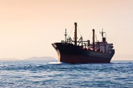 Silhouet van vrachtschip