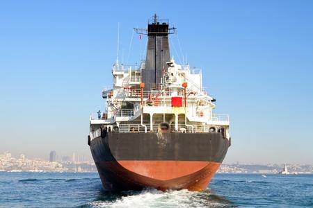 Cargo schip van de backwash Stockfoto