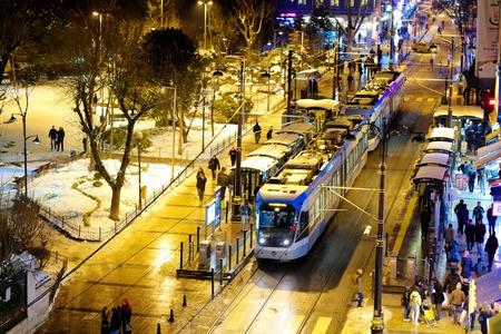 ISTANBUL - JAN 9, 2013: Busy Divan Yolu Street at the old city in winter. Divan Yolu is the main avenue through historic Istanbul, starting at Sultanahmet to Beyazit and Grand Bazaar Редакционное