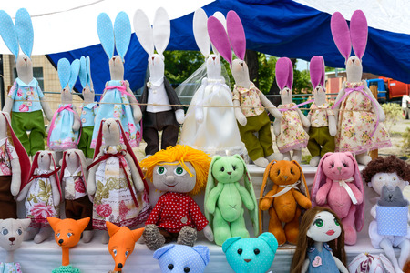 Large assortment of rag dolls. Handmade dolls, tildes. Eco toys. Fair - an exhibition of folk craftsmen. Banco de Imagens