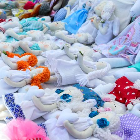 Large assortment of rag dolls. Handmade dolls, tildes. Eco toys. Fair - an exhibition of folk craftsmen. Banco de Imagens
