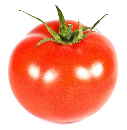 흰 배경에 고립 된 하나의 빨간 토마토