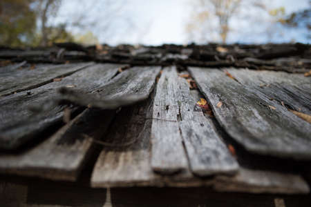 Rustic barn roof during fall near the Blue Ridge Parkway in Virginia Reklamní fotografie - 89603693