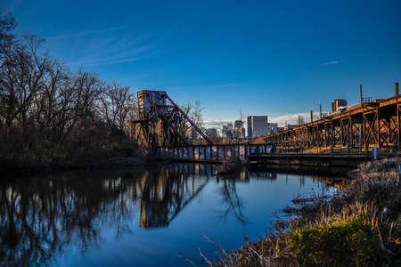 Train tracks overlooking pond in Richmond, VA. Reklamní fotografie