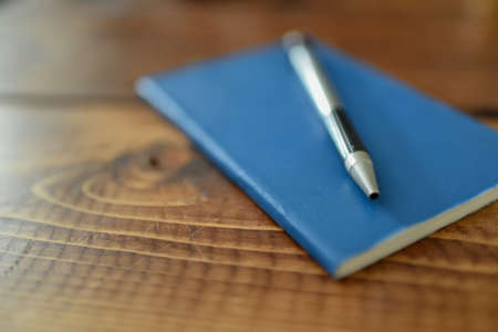 Close up shot of pen and notepad. Imagens