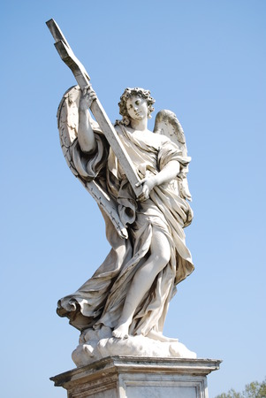 bernini: Bernini \ s marble statue of angel with cross from the Sant \ Angelo Bridge in Rome