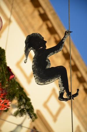 goblins: elf swinging on a rope