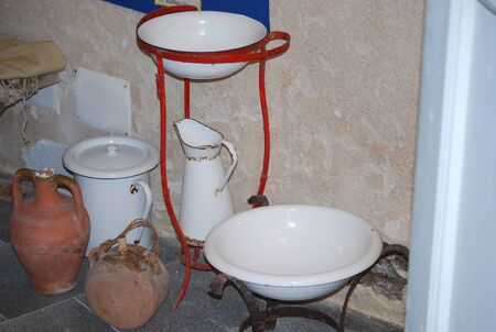 The composition of the ancient household utensils