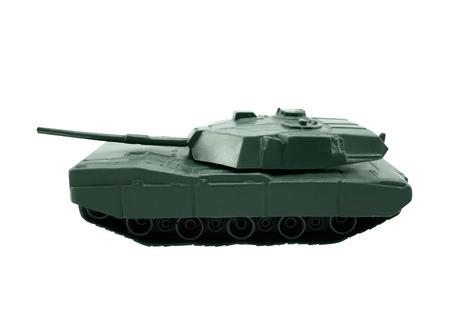 tanque de guerra: Tanque de juguete aislado verde pl�stico tanque de guerra de pie sobre fondo blanco Foto de archivo