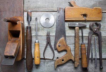 mano anziano: Vecchia tabella utensili a mano.