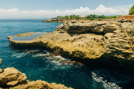 Devil's tears cliffs at Nusa Lembongan island, Фото со стока - 130114708