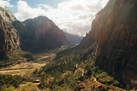 Zion National Park is an American national park located in southwestern Utah near the town of Springdale. Imagens