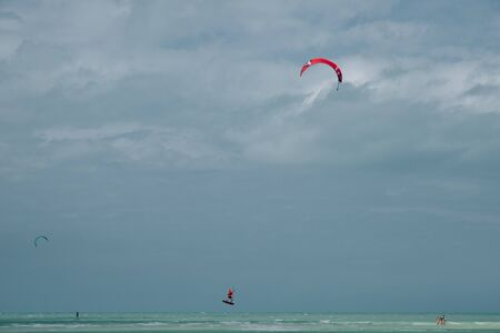 mexico, island holbox - february 2020 Kite surfing at holbox island in the caribbean sea. Banco de Imagens