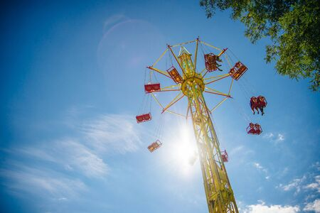 Swing Carousel Carnival Ride Set Against a Blue Sky. Stockfoto
