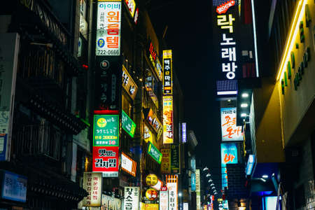 SEOUL, SOUTH KOREA - SEPTEMBER 2019 Illuminated signboards at stores in Jongno District. Redactioneel
