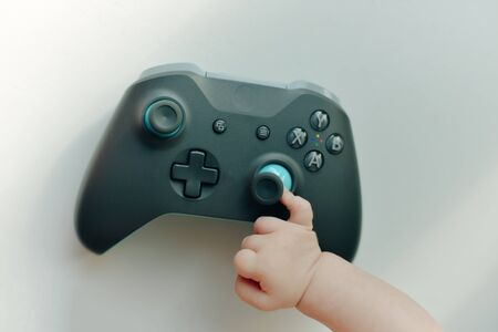 a very small child plays with the joystick Banque d'images