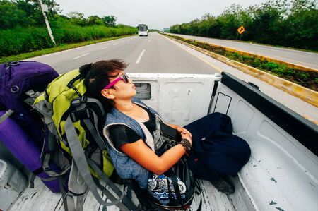 girl traveller sleeps in a pickup truck, colombia - june, 2019. 免版税图像