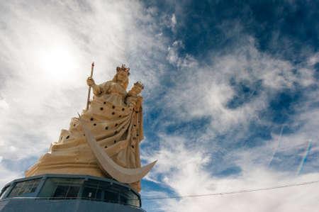 Oruru, bolivia - december, 2019 Monumento a la Virgen Candelaria 新聞圖片