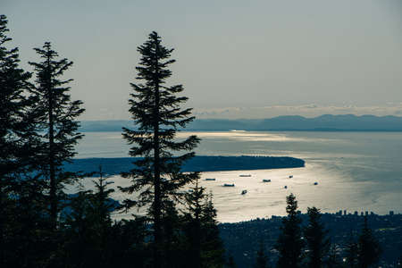Aerial View of Grouse Mountain with Downtown city. North Vancouver, BC, Canada. Banco de Imagens - 151609086