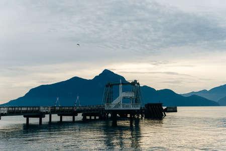 observation deck on the lake. marina Banco de Imagens - 151556506