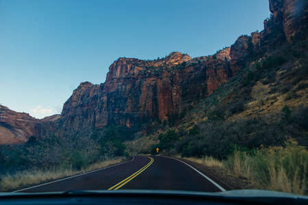 road on Zion National Park is an American national park located in southwestern Utah near the town of Springdale. 免版税图像