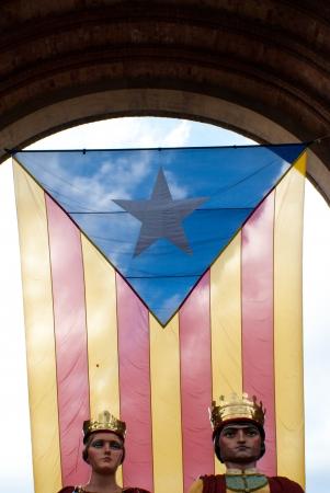 11 september: BARCELONA, ESPA�A septiembre 11ST ciudadanos de Catalu�a identificados muestran que utilizan a la independencia de Catalunya el 11 de septiembre 2013 durante las celebraciones Diada en Barcelona