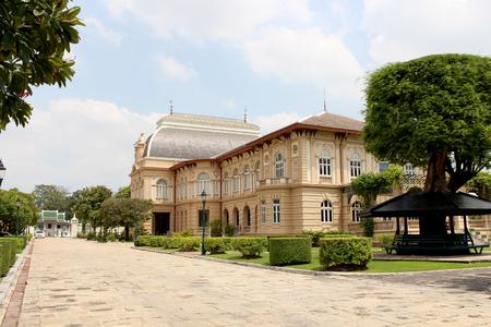 royal: Royal building