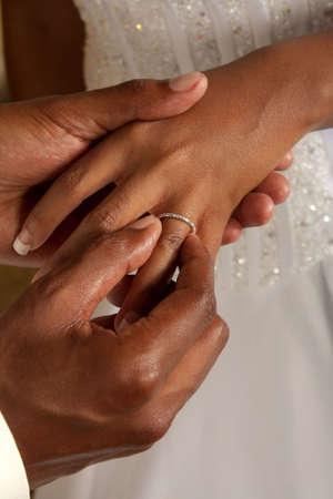 versprechen: Bräutigam auf Ehering