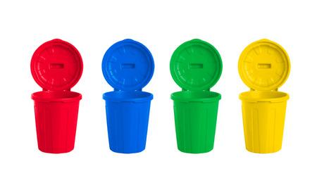 separacion de basura: muchos contenedores con ruedas de color establecidos, ilustración del concepto de gestión de residuos