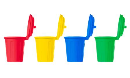 separacion de basura: muchos contenedores con ruedas de color fijaron